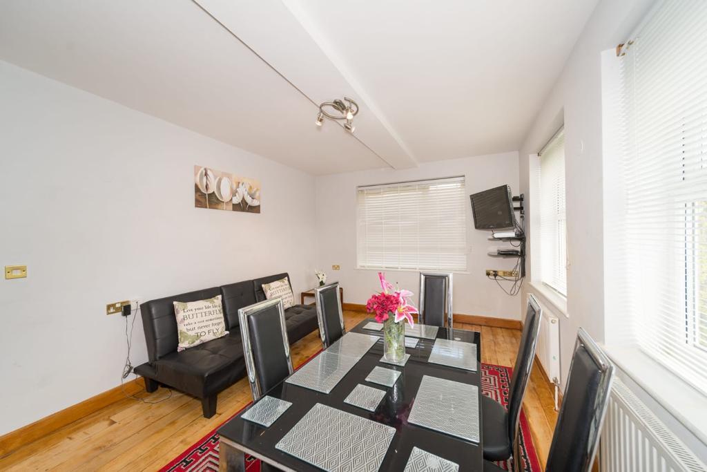 2 Bedroom Luxury Apartment on Maltby Street